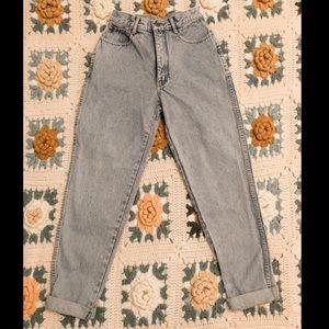 beautiful blue vintage mom jeans